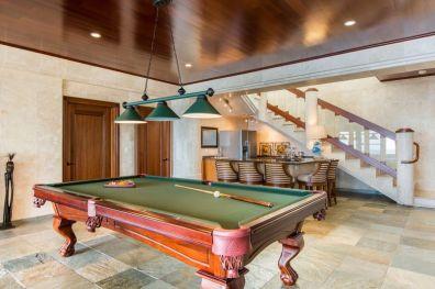 V rezidenci je seveda tudi veliko sob, namenjeno zabavi.