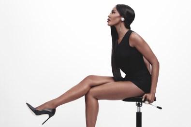 Na slušalke i.am+ BUTTONS prisega tudi Naomi Campbell.