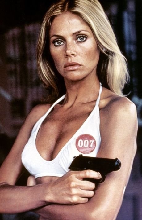 1974: Britt Ekland kot Mary Goodnight (James Bond: Mož z zlato pištolo)