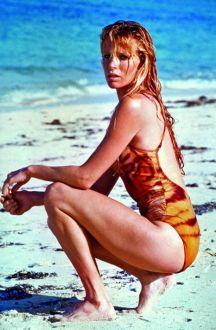 1983: Kim Basinger kot Domino Vitali (Nikoli ne reci nikoli)