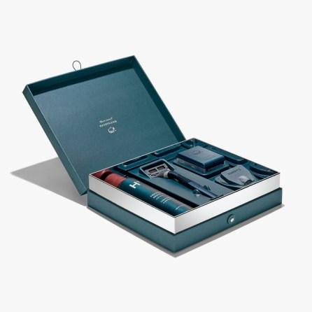 Set za britje z britvico in peno Harry's je eno od tistih daril, ki jih moški dejansko uporablja. Lična škatla naredi vsako britje nekaj posebnega. Cena: 28,00 evrov.