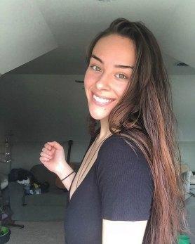 Fitnes blogerka Morgan Mikenas po tem, ko se je nehala briti