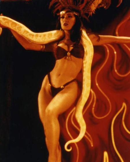 1996: Salma Hayek v seksi bikiniju