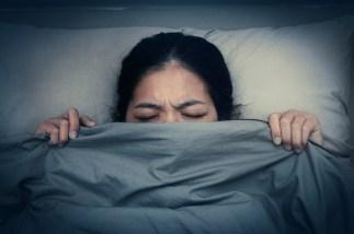 1. Če ne morete zaspati, eno minuto zelo hitro mežikajte.