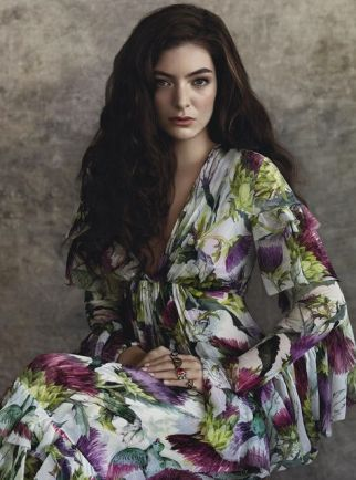 lorde-by-robbie-fimmano-for-vogue-australia-july-2015
