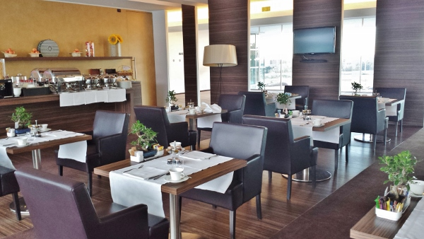 MXP Sheraton Malpensa Club Lounge Dining Area
