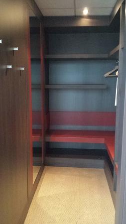 MXP Sheraton Malpensa Diplomatic Suite closet