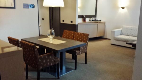 MXP Sheraton Malpensa Diplomatic Suite dining