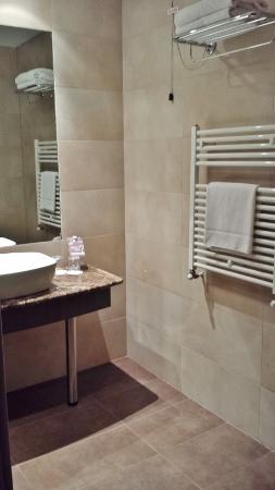 MXP Sheraton Malpensa Diplomatic Suite guest bath room