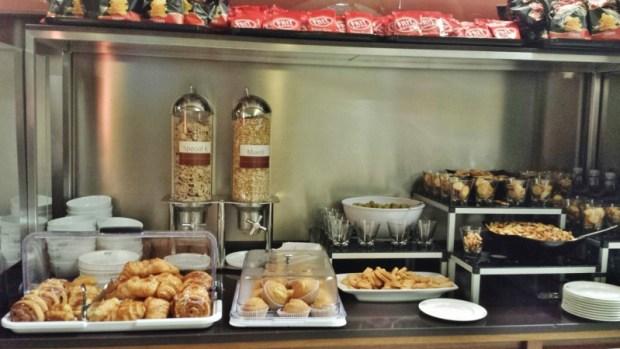 Madrid Airport T4 Iberia saladali lounge breakfast offerings
