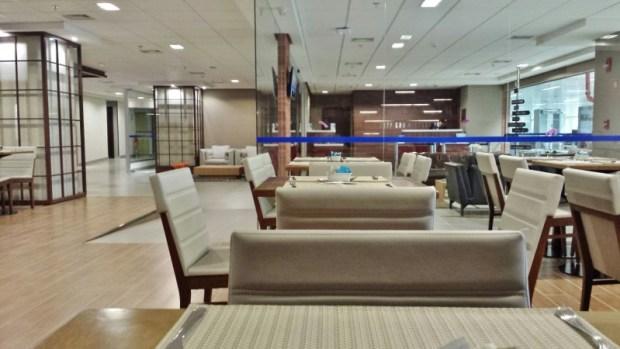 Tryp Wyndham GRU Airport Hotel dining room reception