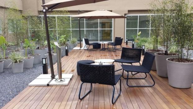 Tryp Wyndham GRU Airport Hotel outdoor patio smoking
