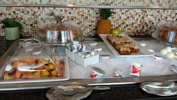 wingtips lounge jFK breakfast options