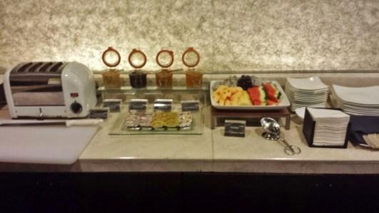 Le meridien chiang mai club lounge breakfast fruit