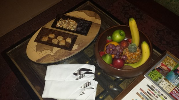 al maha resort dubai bedoin suite fruit basket