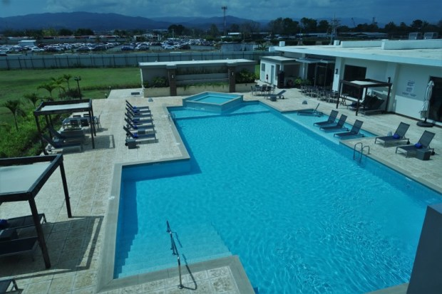 Crowne Plaza Panama Airport Hotel pool