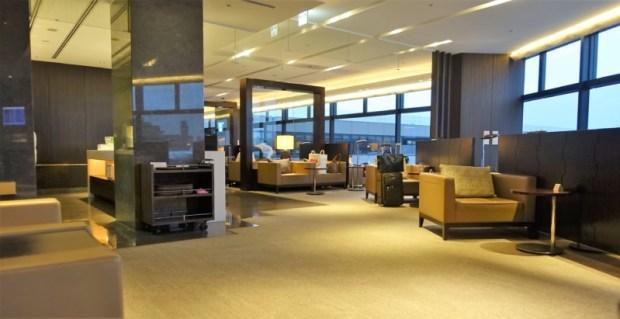 JAL First Class Sakura Lounge Narita Satellite seating