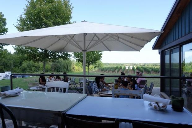 ravine-vineyard-restaurant-outdoor-seating