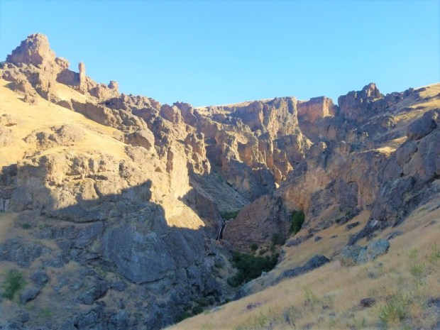 jump-creek-falls-upper-trailhead-view-owhyee-id