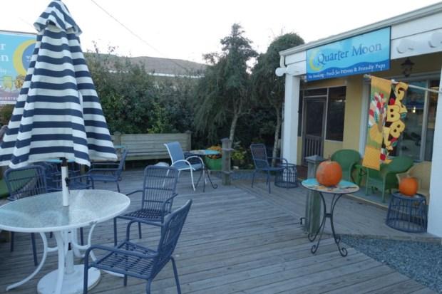 topsail-beach-nc-quartermoon-books-patio