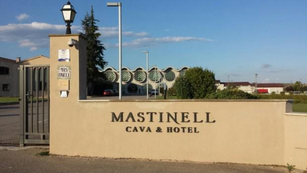 hotel-mastinell-vilafranca-del-penedes-entrance-gate