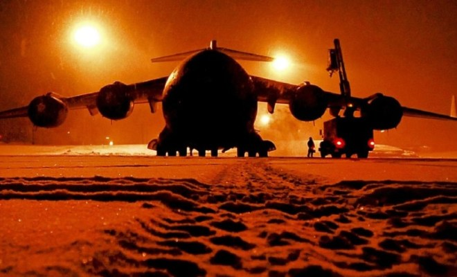 plane-maintenance-in-snow