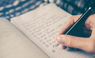 travel checklist glenn-carstens-peters