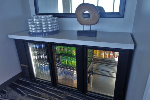 hyatt regency san francisco airport renovated club lounge beverages