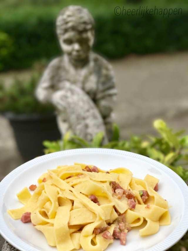 pappardelle carbonara pasta