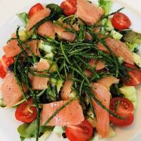 Zalmsalade met zeekraal