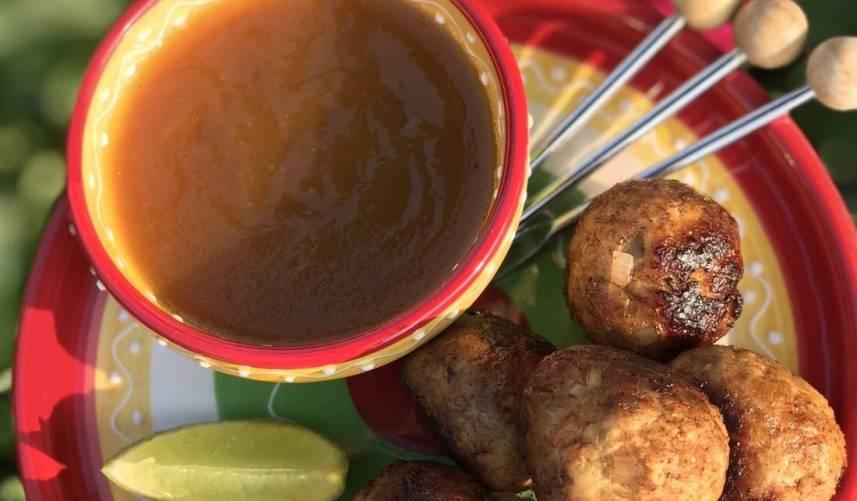 Kipballetjes met zoetzure saus