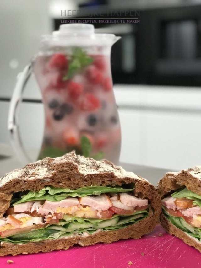 picknickbrood met fruitig water