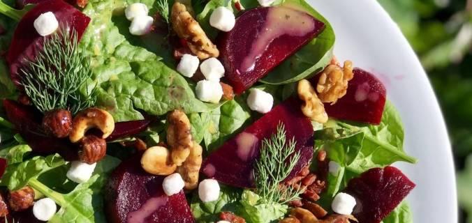 Bietjessalade met gekarameliseerde noten