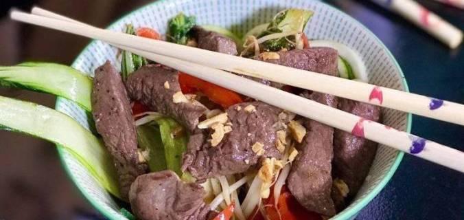 Courgetti noodles met biefstukreepjes