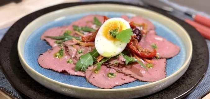 Rosbiefsalade met zacht eitje