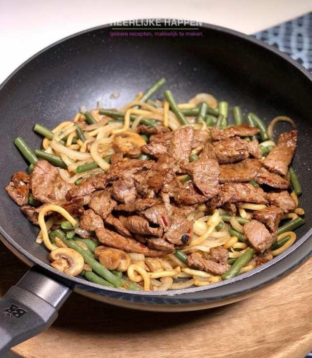Gebakken Udon noodles met beef