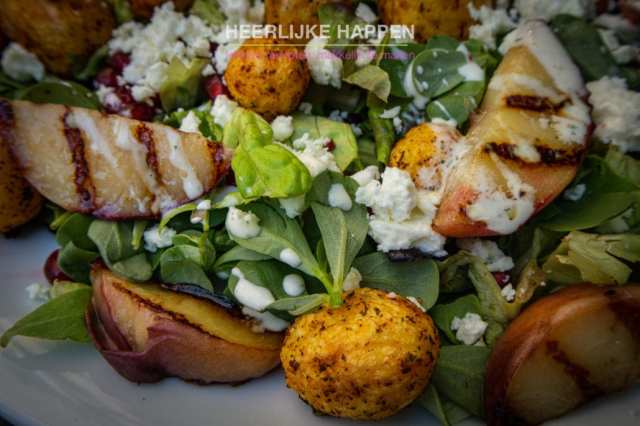 Lauwwarme salade met krieltjes en gegrilde perzik