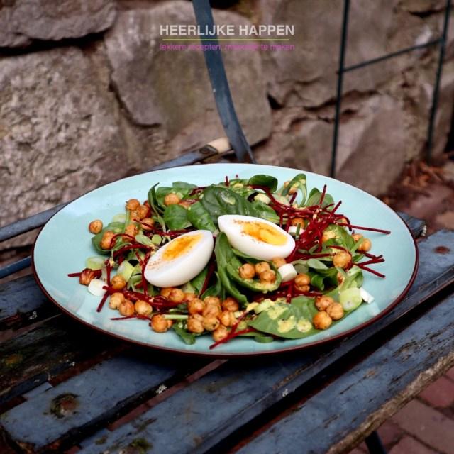 Eiwitrijke salade met krokante kikkererwten