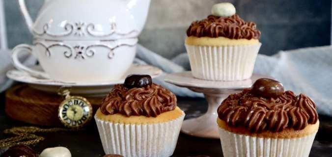 Sinterklaas cupcakes met chocoladeletter frosting