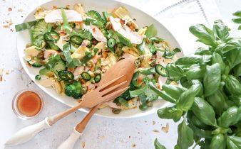 Broccoli salade met gerookte kip