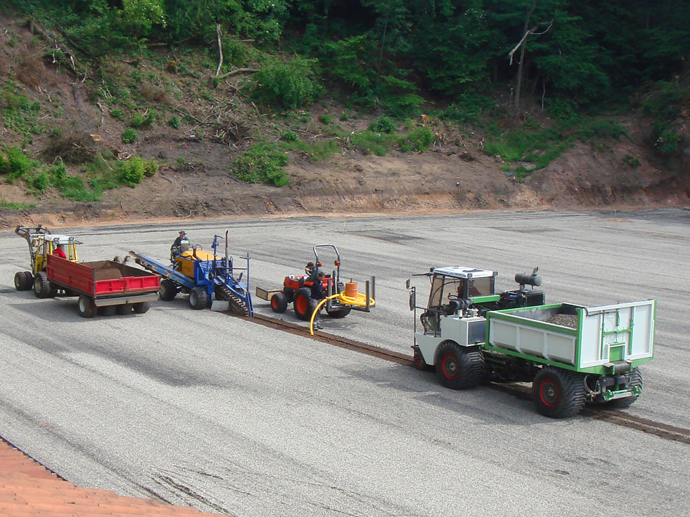 drainage-terrain-synthétique-tranchée-drain-agricole-trancheuse-