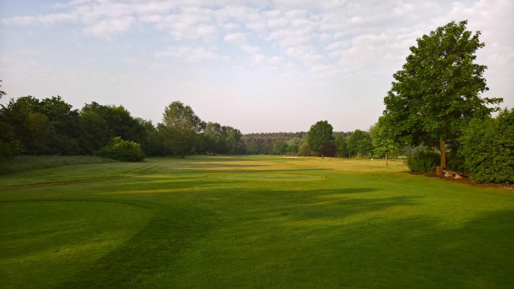 Abschlag Bahn 10 im Golfclub Gifhorn