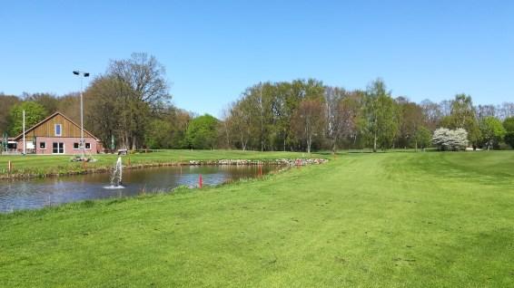 Der Teich links neben dem 18. Grün