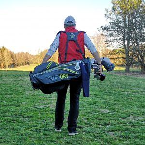 Das ClubDry Standbag von PIN CUP trägt sich angenehm leicht