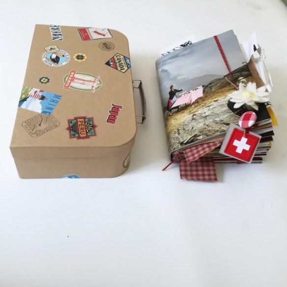 Buch und Koffer 2.jpeg