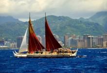 Hokulea sails by Waikiki | Photo ©John Matsuzaki, Ka Wai Ola