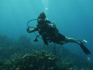 Author_Heidi_Siefkas_SCUBA_Diving_in_Roatan_Honduras