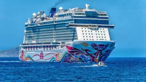 Cruise-Ship-at-Sea