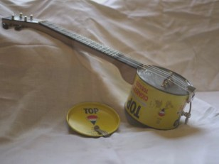 Example of a canjo. Source: Roberto Cipriano, Flickr.