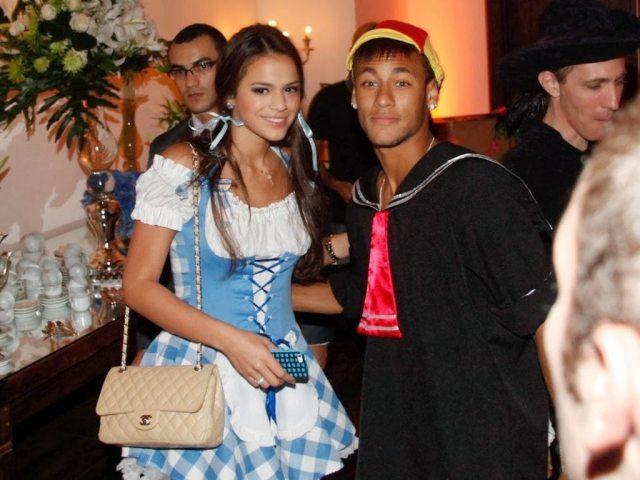 Neymar Girlfriend, Wife, Son And SisterNeymar And Girlfriend Together